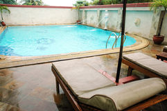 Swimming pool. Framed with chairs for sunbathing or relaxing Royalty Free Stock Photo