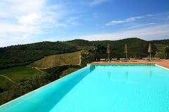 Swimming-pool i Tuscany Royaltyfri Foto