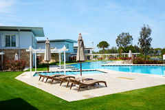 The swimming pool at luxury hotel Royalty Free Stock Photography