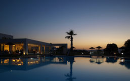 Swimming pool of luxury hotel at dusk Royalty Free Stock Photos