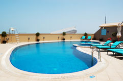 Swimming pool on the roof of luxury hotel with view on Ski Dubai Stock Photos