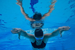 Swimming underwater Royalty Free Stock Photos