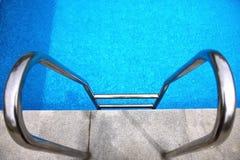 swimmingpool σκαλοπατιών Στοκ φωτογραφίες με δικαίωμα ελεύθερης χρήσης