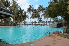 Swimmingpool στην παραλία, νησί των Μαλδίβες στοκ φωτογραφία