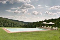 Swimmingpool στον κήπο Στοκ εικόνα με δικαίωμα ελεύθερης χρήσης