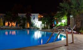 Swimmingpool τη νύχτα Στοκ εικόνες με δικαίωμα ελεύθερης χρήσης