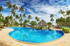 Swimmingpool auf dem Strand Lizenzfreies Stockfoto