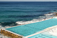Swimmingpool in Bondi-Strand Stockbild