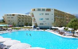 Swimmingpool des Hotels. Lizenzfreie Stockfotos
