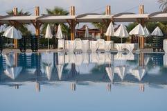 Swimmingpool in einem Hotel Stockfotos