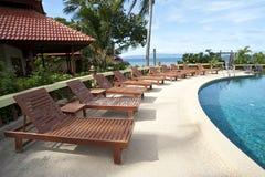 Swimmingpool an einem sonnigen Tag Stockfotografie