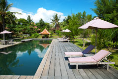 Swimmingpool an einer eco Rücksortierung Stockbilder