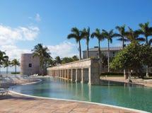 Swimmingpool in einer Rücksortierung Stockbilder