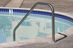 Swimmingpool-Griff stockfotografie