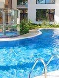 Swimmingpool im Badekurorthotel Stockfoto