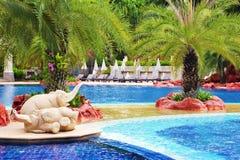 Swimmingpool im Countryklub Stockbilder