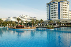 Swimmingpool im Hotel. Stockbild