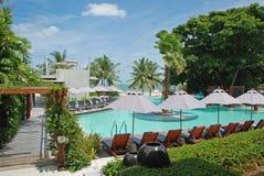 Swimmingpool im Hotel stockbild