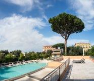 Swimmingpool im Hotel. Italien Lizenzfreie Stockfotos