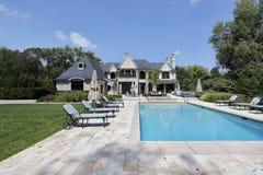 Swimmingpool mit großer Plattform Lizenzfreie Stockfotos