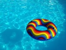 Swimmingpool mit Gummiring Lizenzfreie Stockfotografie