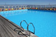 Swimmingpool mit Treppe Stockfotos
