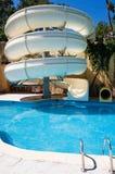 Swimmingpool mit Wasserplättchen lizenzfreie stockfotografie