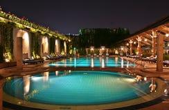 Swimmingpool nachts Stockbilder