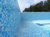 Swimmingpool ohne Wasser Stockfotos