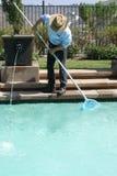 Swimmingpool-Reinigungsmittel Stockfoto