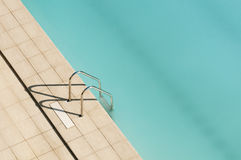 Swimmingpool-Strichleiter Lizenzfreie Stockfotos