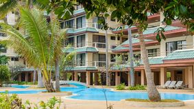Swimmingpool und Badekurortgebiet Tropische Feiertage Lizenzfreies Stockbild