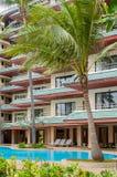 Swimmingpool und Badekurortgebiet Tropische Feiertage Lizenzfreie Stockfotos