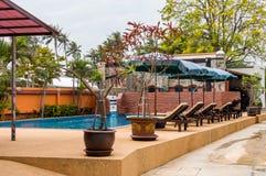 Swimmingpool und Badekurortgebiet Tropische Feiertage Lizenzfreie Stockfotografie