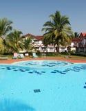 Swimmingpool und Häuser Lizenzfreie Stockbilder