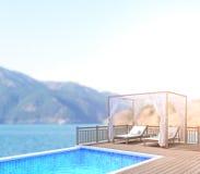 Swimmingpool und Terrasse des Unschärfe-Natur-Hintergrundes Stockfoto