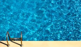 Swimmingpool von oben Lizenzfreies Stockbild