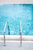 Swimmingpoolleiter auf beiden Seiten Lizenzfreies Stockfoto