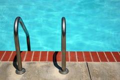 Swimmingpoolstrichleiter Stockfotos