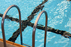 Swimmingpooltreppe Stockfoto