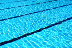 Swimmingpoolwege lizenzfreie stockfotos
