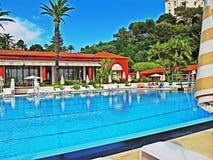 Swimmnig水池在摩纳哥 库存照片