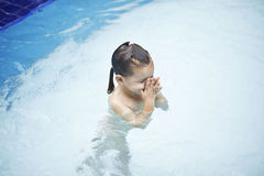 swims бассеина ребенка Стоковая Фотография