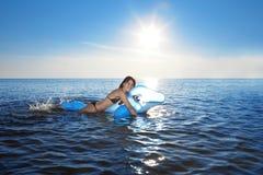 swims моря девушки стоковое изображение rf