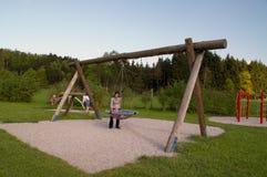 Swing på lekplats Fotografering för Bildbyråer