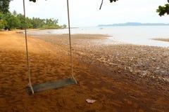 Swing på stranden arkivfoton