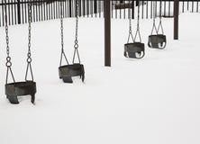 Swingset在冬天 免版税库存照片