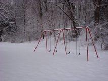 Swingset nella neve Immagini Stock