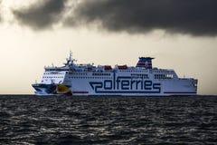 Swinoujcie Polen, 3 Augusti 2017: Färjapolferries på Balten royaltyfria bilder