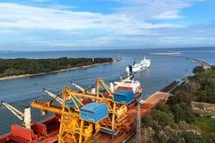 SWINOUJSCIE,波兰, 2017年9月20日- :团结线操作在Swinoujscie之间a波兰港的一个全年轮渡服务  免版税图库摄影
